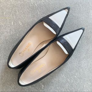 CHANEL Classic Tuxedo Flats size 40